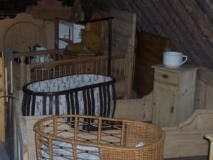 Wij leveren ook complete baby kamers van grenen of eiken. in de kleuren oud grenen, teak, kersen of whitewasch
